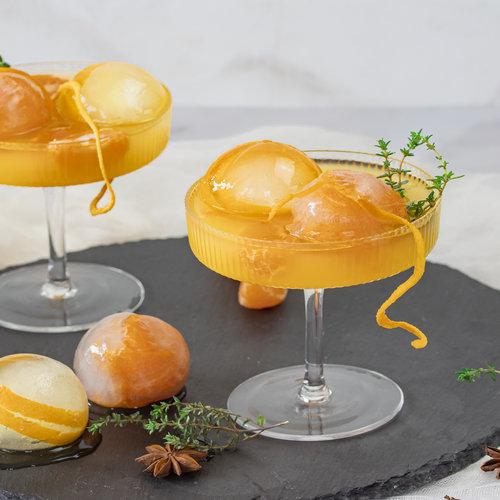 Gember—sinaasappel mocktail met steranijs en tijm