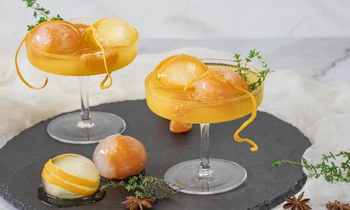 Ingwer-Orangen-Mocktail mit Sternanis und Thymian