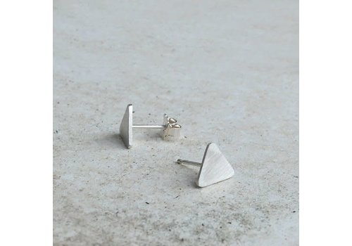 Âme Âme Jewels - Triangle Stud Earrings - Silver