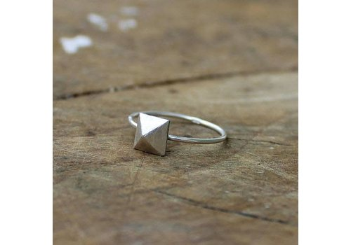 Âme Âme Jewels - Pyramid Stud Ring