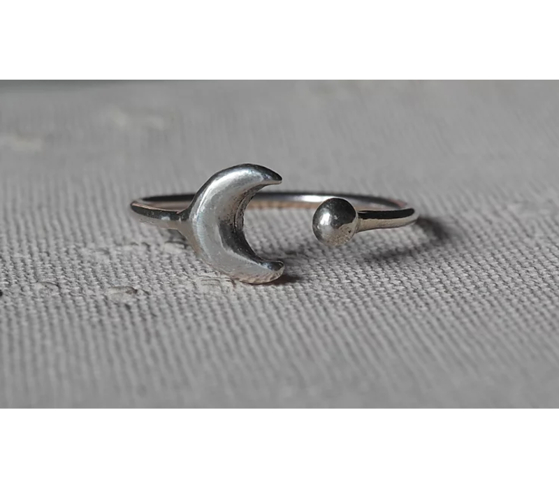 Âme Jewels - Crescent Moon and Dot - Silver Ring