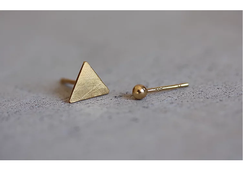 Âme Âme Jewels - Triangle Stud Earrings - Gold