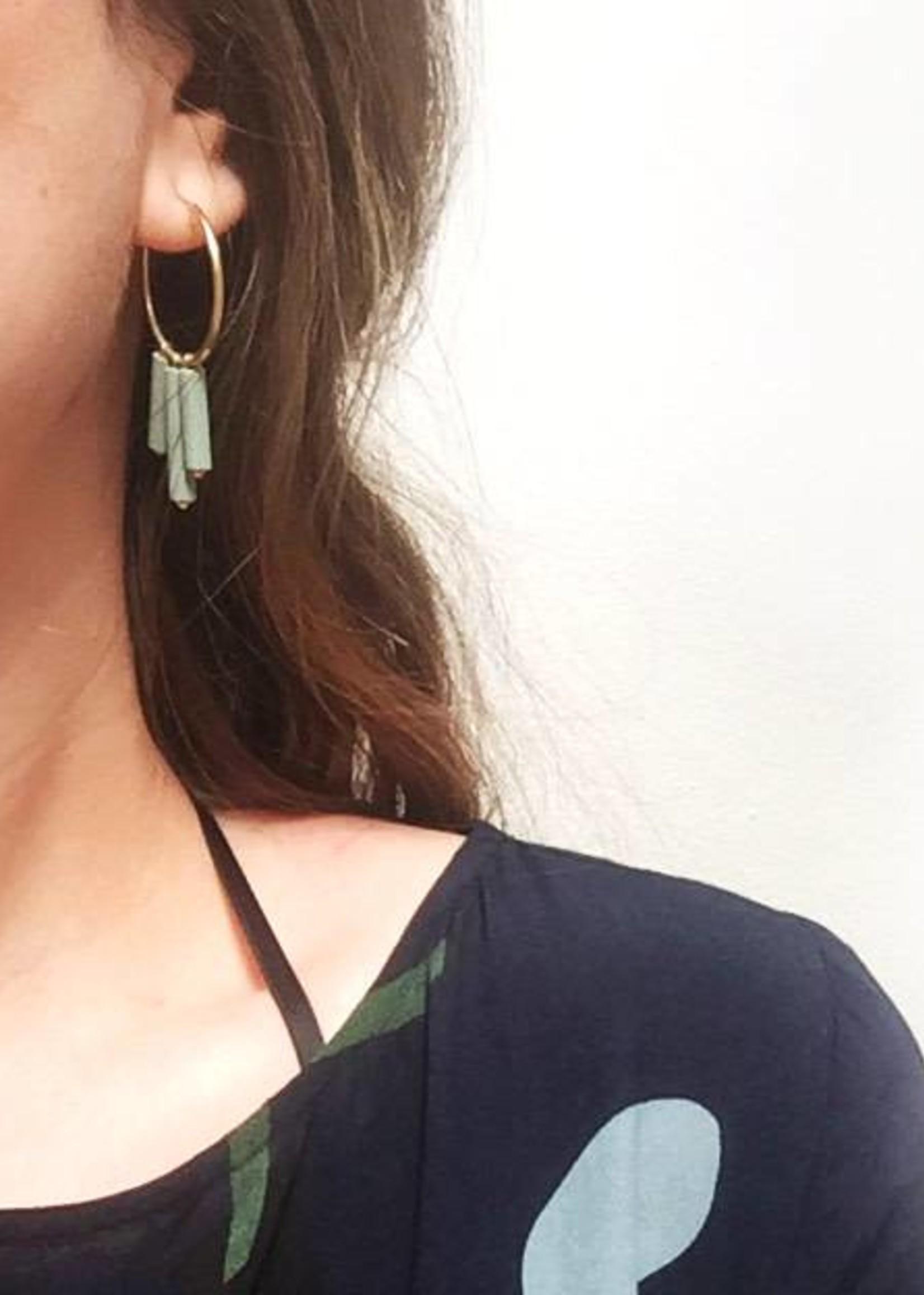 Mono oorbellen verguld