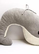 Nanami Voedingskussen   Whale MOMO