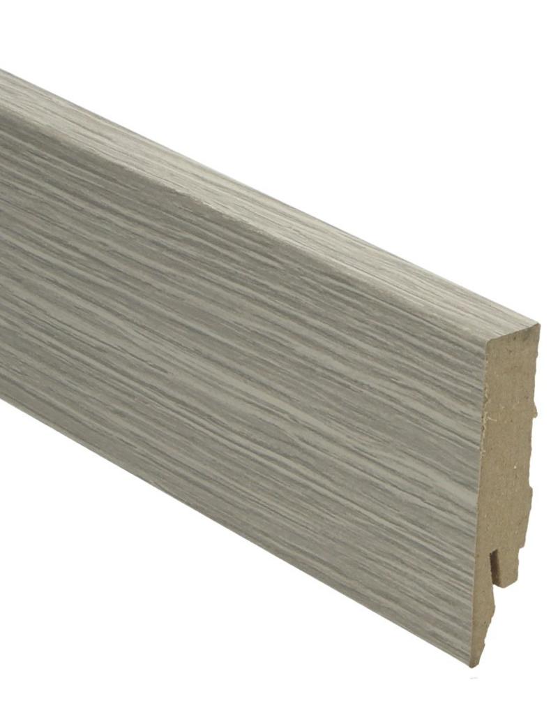 Rechte hoge Plint in kleur van vloer