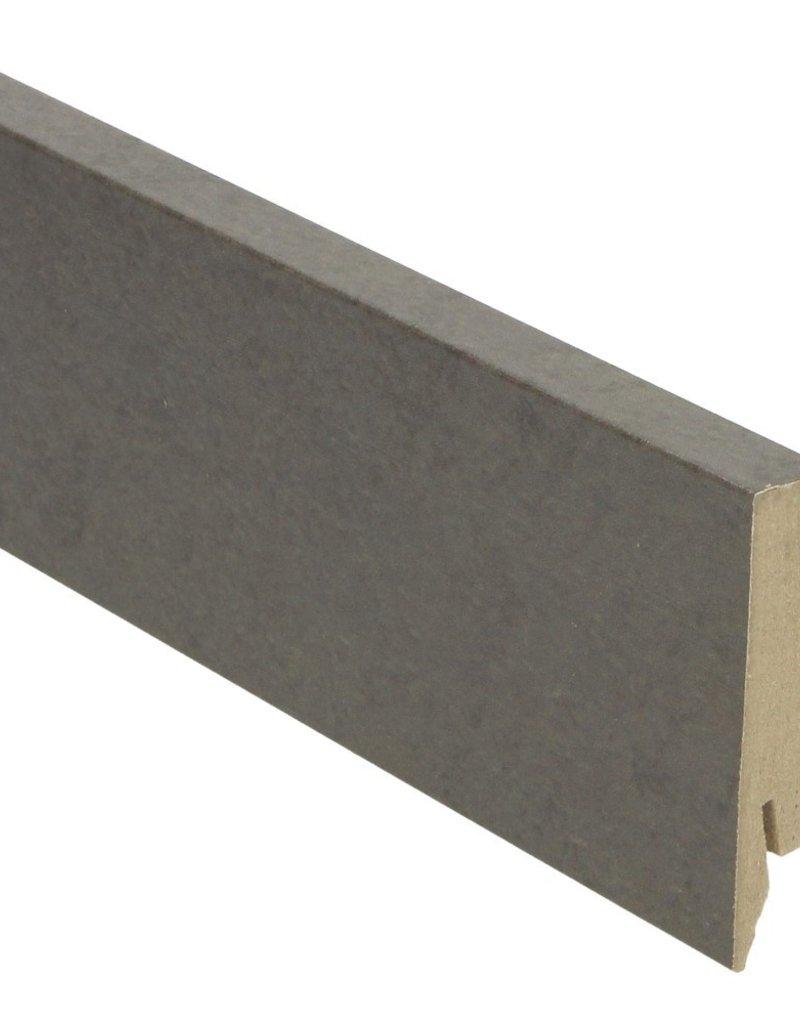 beton gepolijst donker rechte hoge plint voor laminaat, pvc en parket