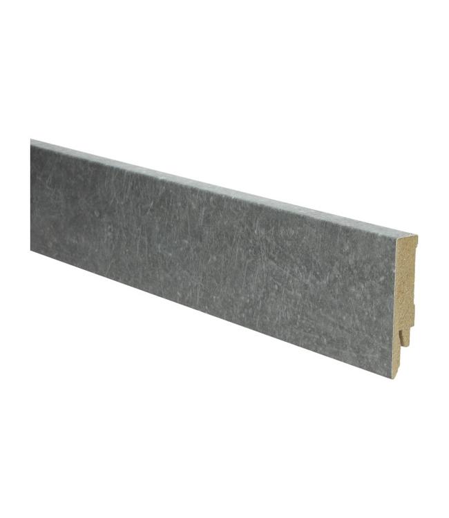 beton donkergrijs rechte hoge plint voor laminaat, pvc en parket