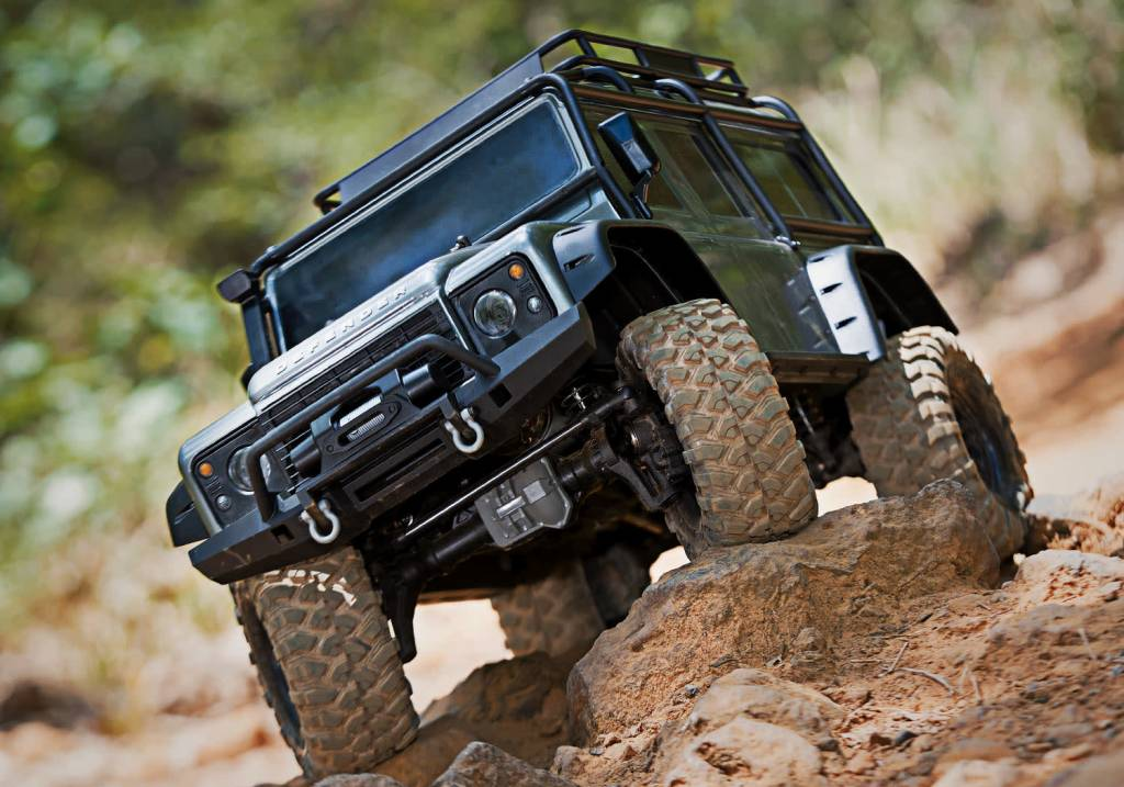 Traxxas Land Rover Defender Crawler Silver TRX82056-4S-11