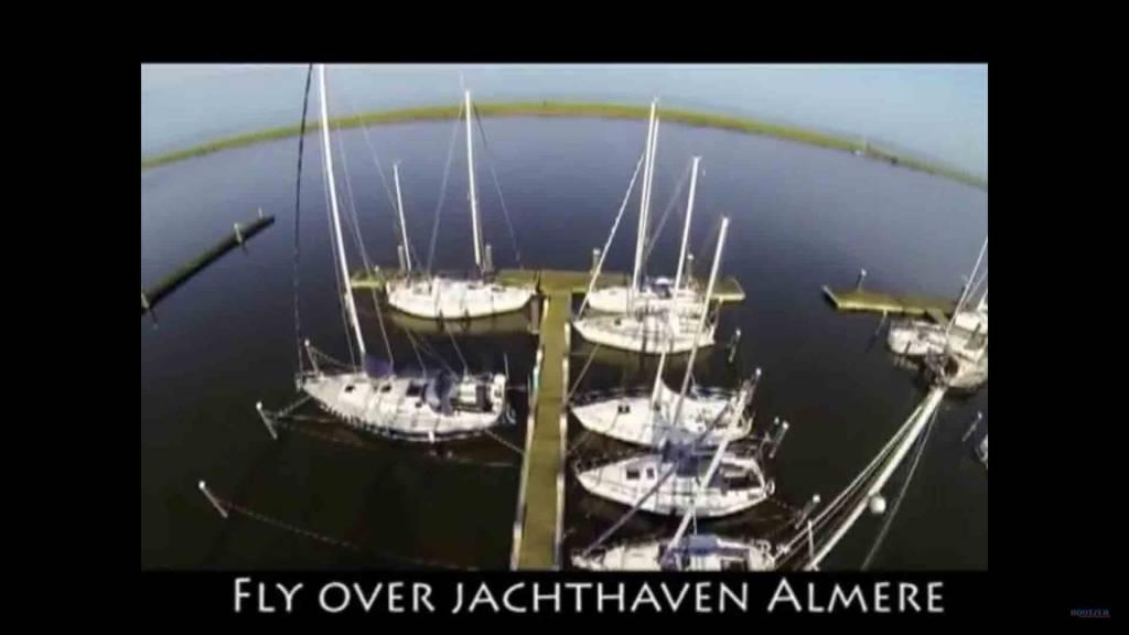 Flug mit Drohne über den Yachthafen
