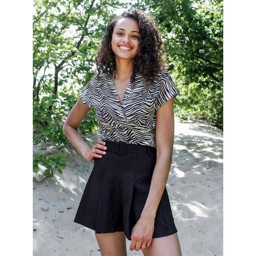 THINGS I LIKE THINGS I LOVE THINGS I LIKE THINGS I LOVE - Zizzy zebra wrap shirt