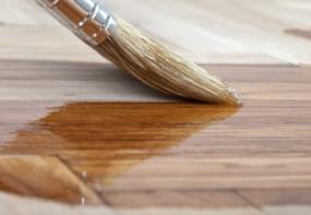 Een houten vloer oliën, zo doe je dat