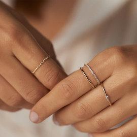 Isabel Bernard Asterope stones 14 karaat gouden stacking ring