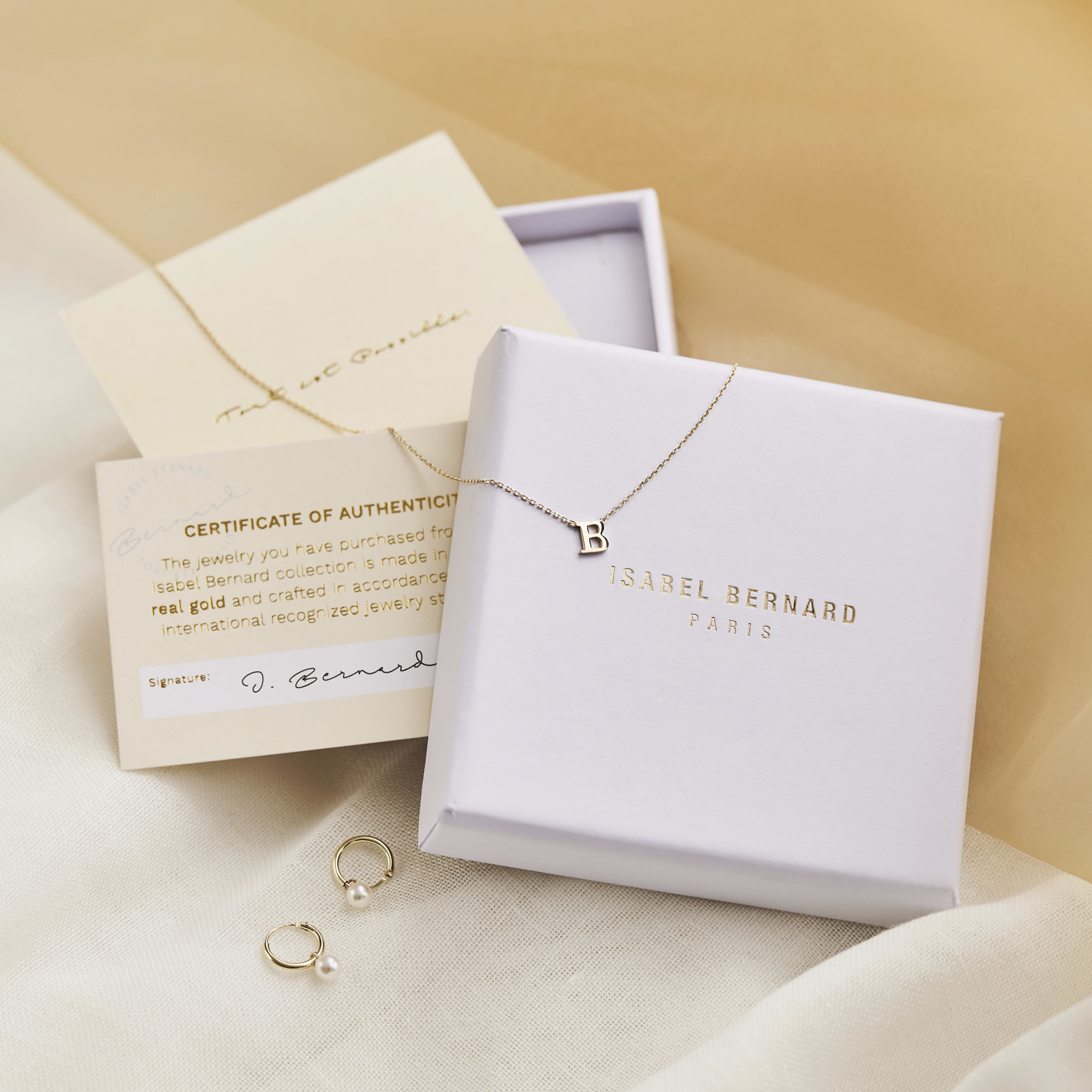 Isabel Bernard Belleville Luna 14 karat gold oorstekers with freshwater pearl