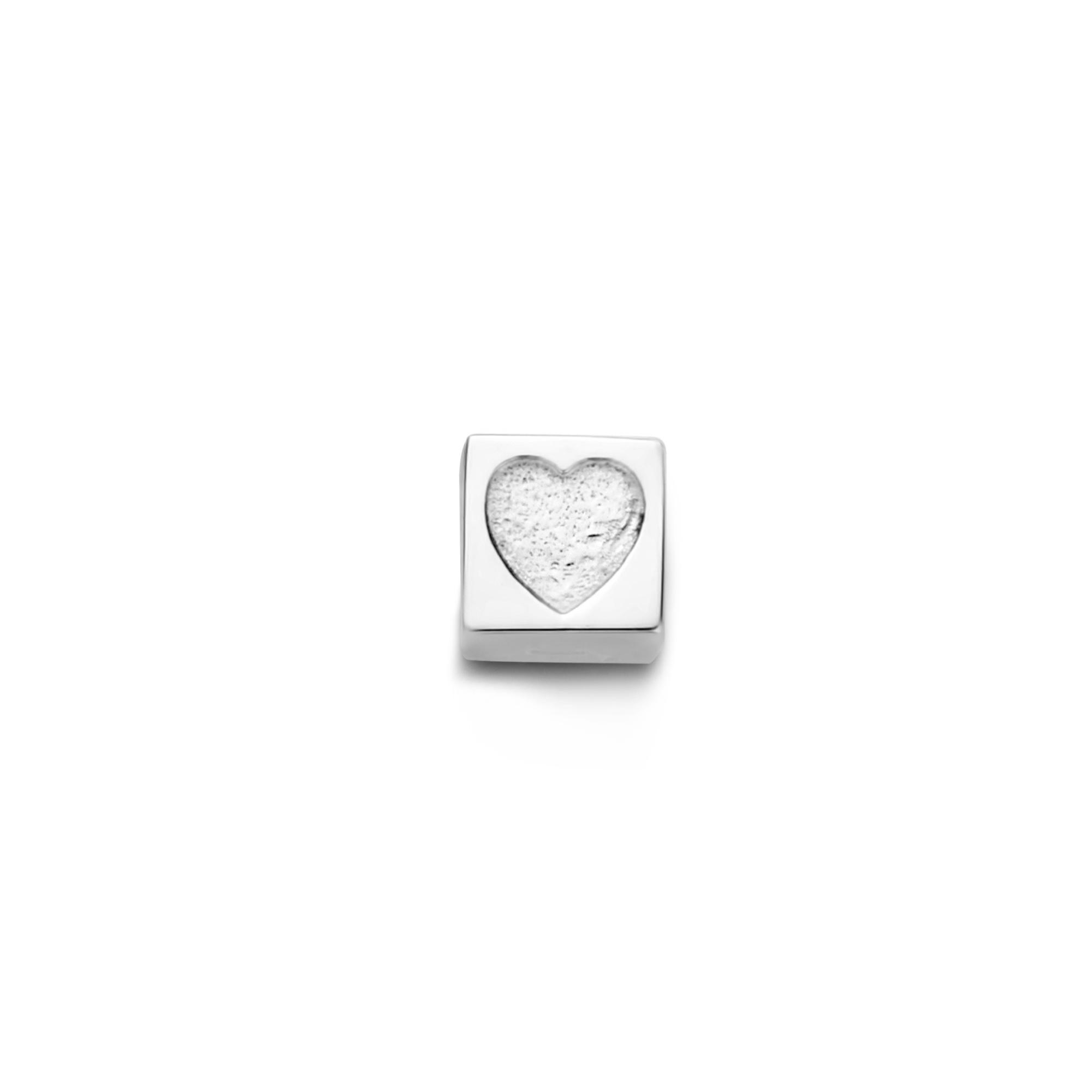 Isabel Bernard Saint Germain Felie 14 karaat witgouden kubus bedel met hartje