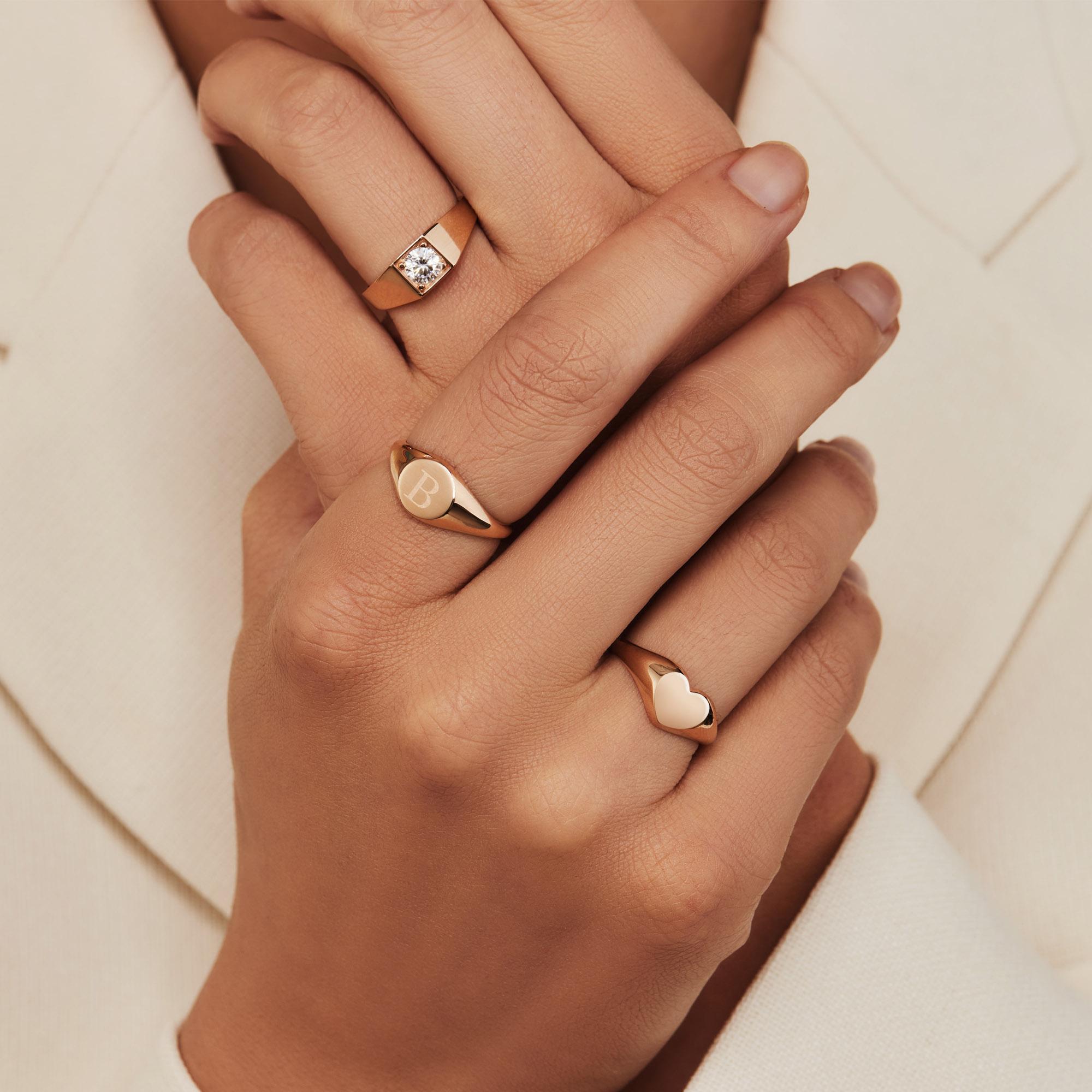 Isabel Bernard La Concorde Lauren 14 karat rose guld initial signet ring (54)