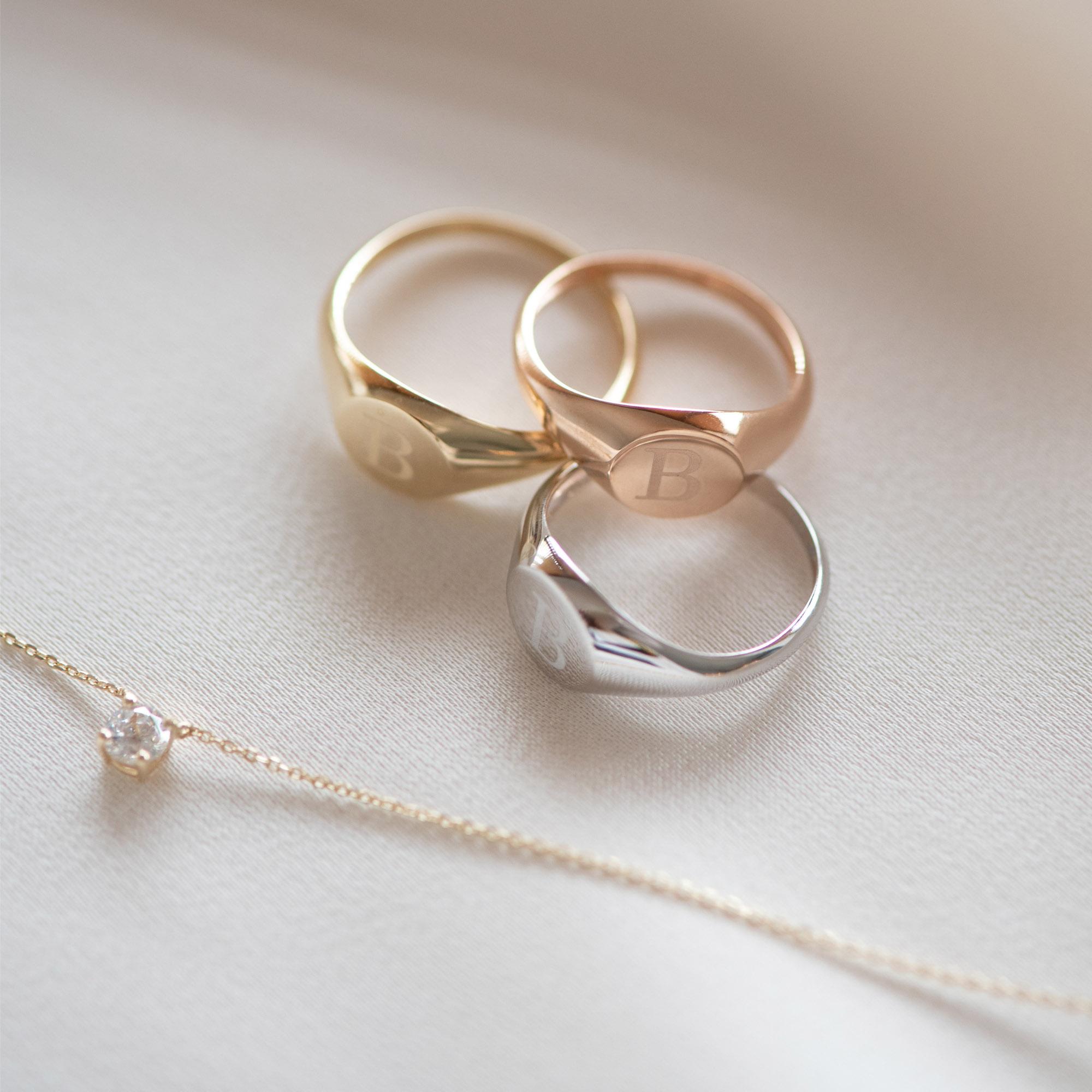 Isabel Bernard La Concorde Lauren 14 karaat rosé gouden initial zegelring met letter (54)