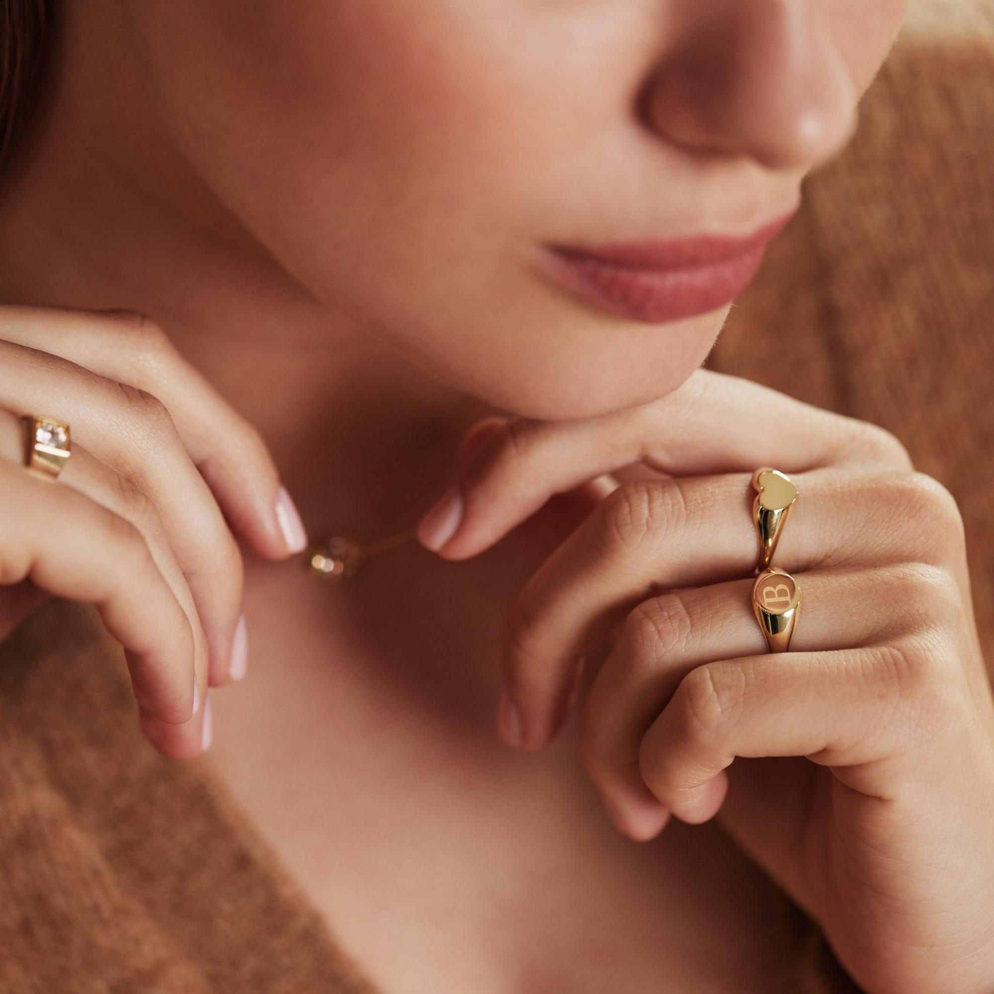 Isabel Bernard Le Marais Lauren 14 karat gold initial signet ring with letter (50)