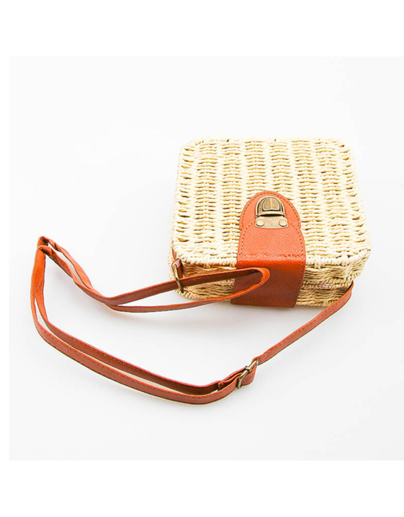 E. Z19 STRAW PURSE NATURAL