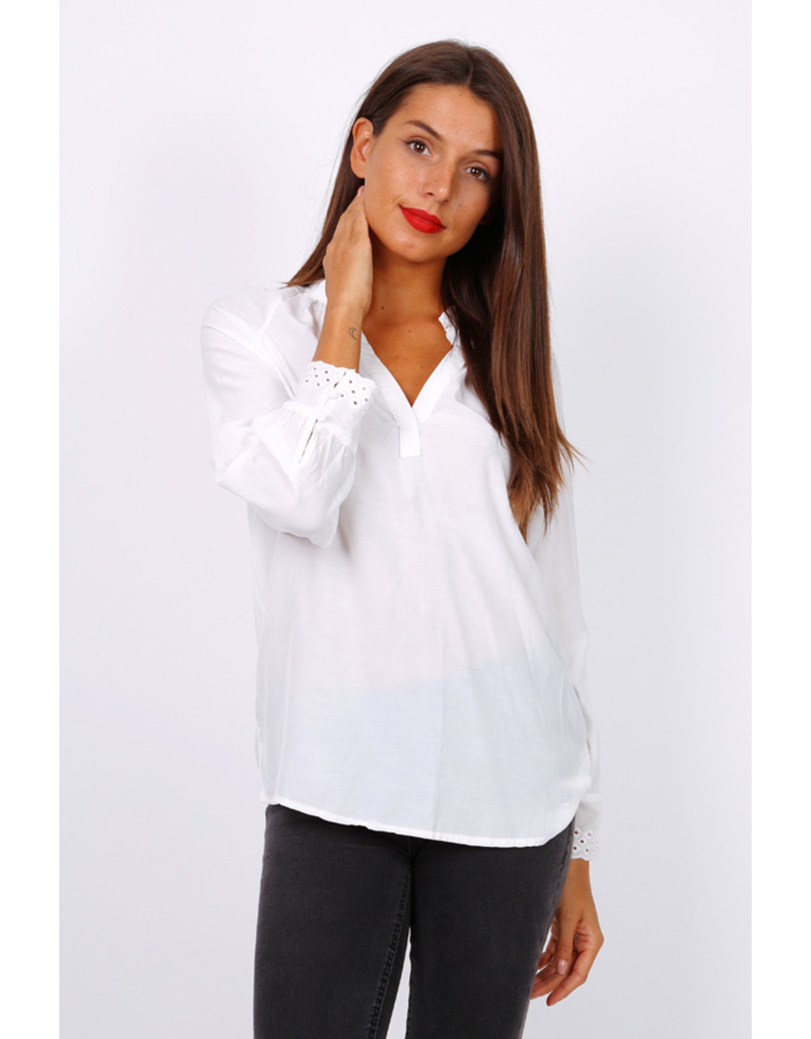 E. W20 MELODY TOP WHITE