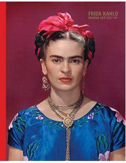 Frida Kahlo - Making her self up