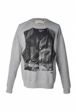 Sweater man uit collectie Bokrijk door Tim Van Steenbergen