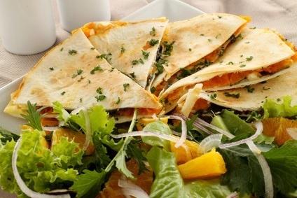 Hartige gevulde pannenkoek & frisse salade