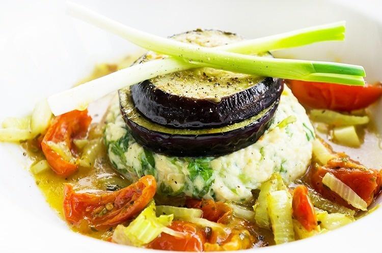 Andijvie stampotje met groentesaus