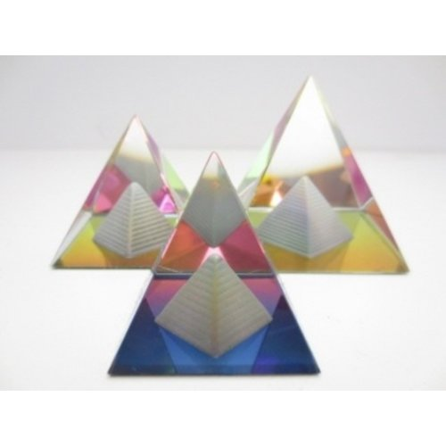 Gekleurde Piramide met piramide erin 6 cm