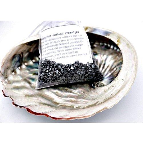 Abalone schelp met hematiet steentjes