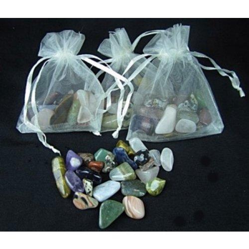 Getrommelde steentjes mix klein 50 gram in een organza zakje