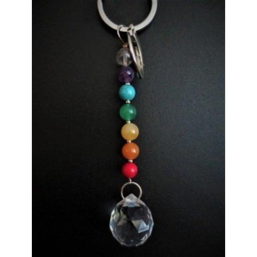 Chakra sleutelhanger met een regenboogkristal bolletje