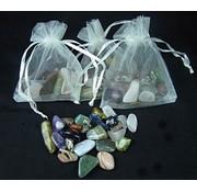 Getrommelde steentjes mix in een organza zakje