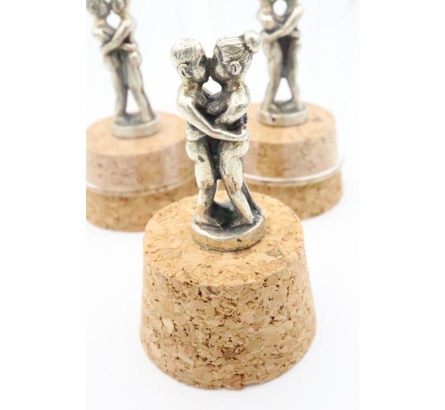 Bronzen liefdespaar in stolp
