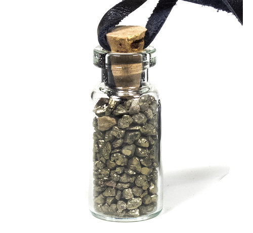 Geschenkflesje aan waxkoord met pyriet