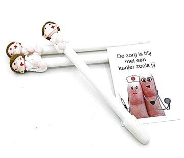 Pen verpleegkundige met kaartje