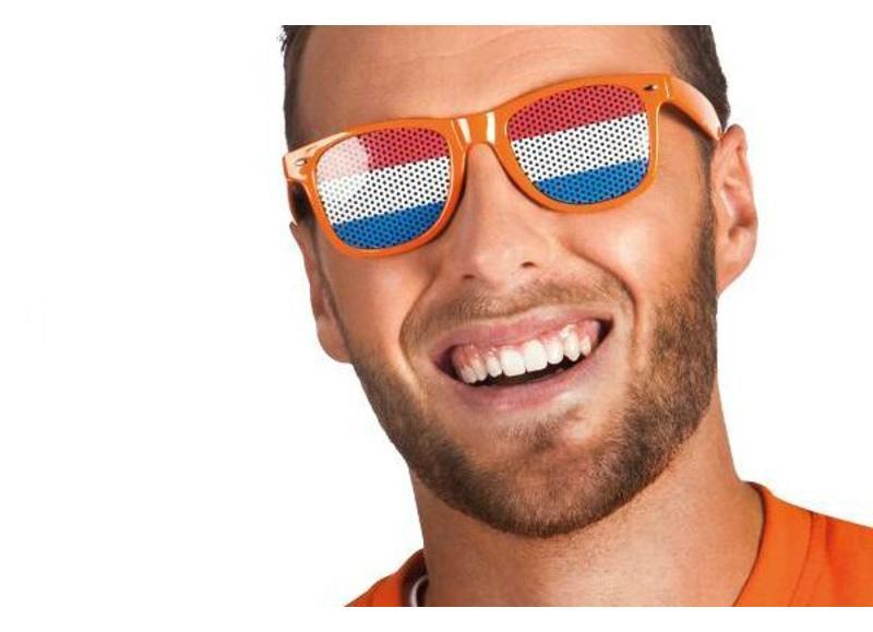 Oranje artikelen voor Koningsdag en sportevenementen