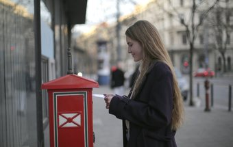 Deze 3 sinterklaascadeaus voor medewerkers passen door de brievenbus