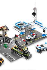 LEGO LEGO 8211 Brick Street Getaway RACERS