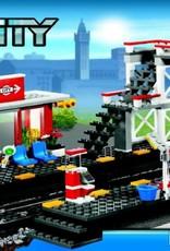 LEGO LEGO 7937 Spoorwegstation - loopbrug + gele taxi  CITY
