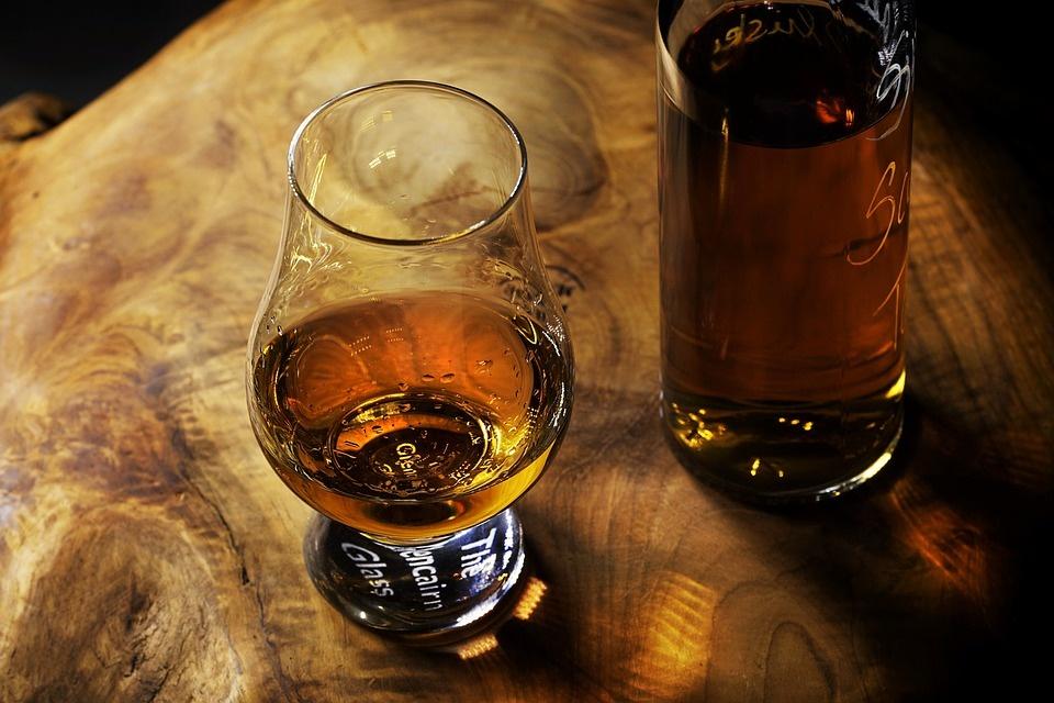 Op wat voor manieren kan je Whisky serveren?
