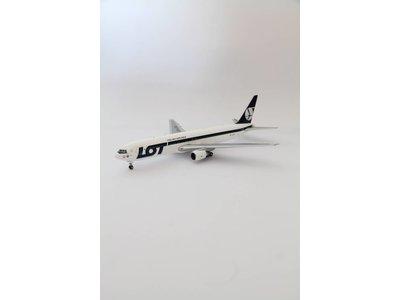JC Wings 1:200 LOT B767-300ER
