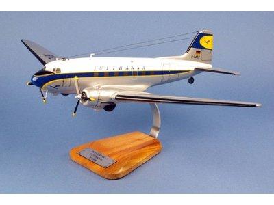 1:48 Lufthansa DC-3
