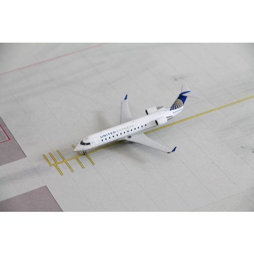 NG Model 1:200 United Express CRJ-200