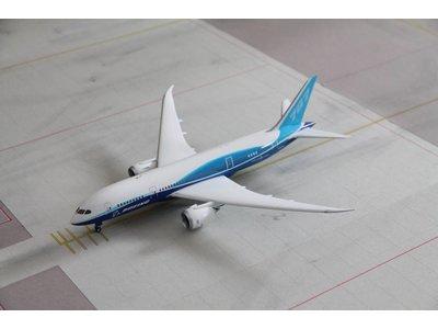 Phoenix 1:200 Boeing House Livery B787-8