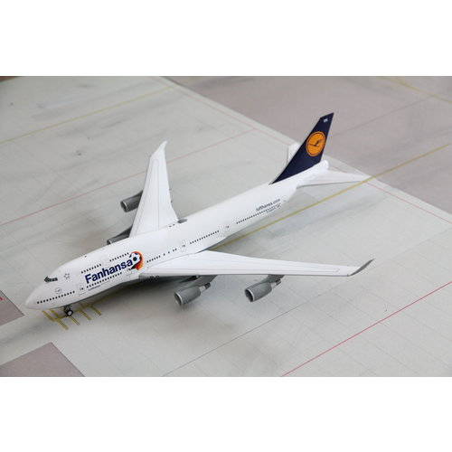 """Herpa 1:200 Lufthansa """"Fanhansa"""" B747-400"""
