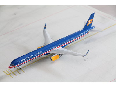 "Gemini Jets 1:200 Iceland Air ""100Years Independence"" B757-300"