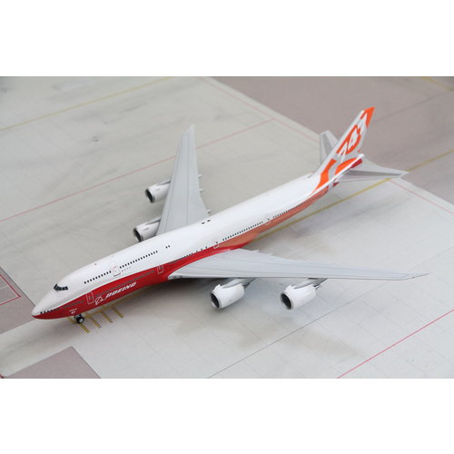 JC Wings 1:200 Boeing House Color B747-8i