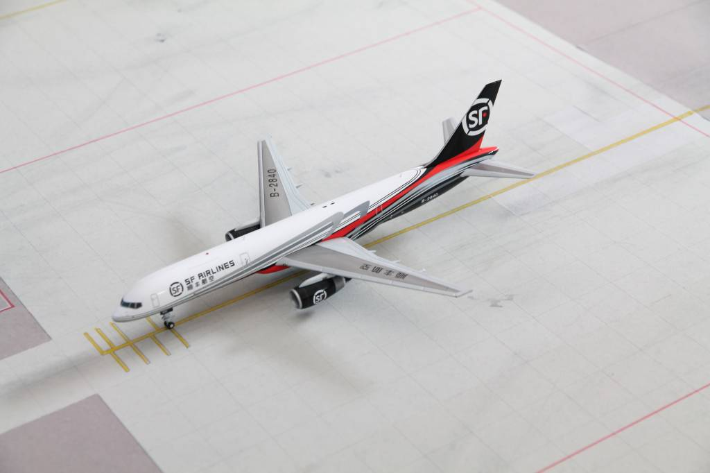 SF Airlines Boeing 757-200F B-2840 Gemini Jets G2CSS657 Scale 1:200