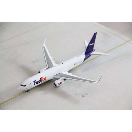 JC Wings 1:200 FedEx B737-800 (SF)