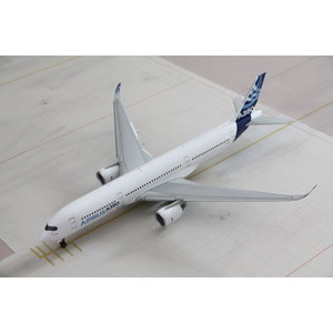 Inflight 1:200 Airbus House Color A350-900 - Flaps Down